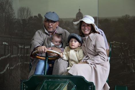 Diletta e la sua famiglia nella New Forest al National Motor Museum di Beaulieu