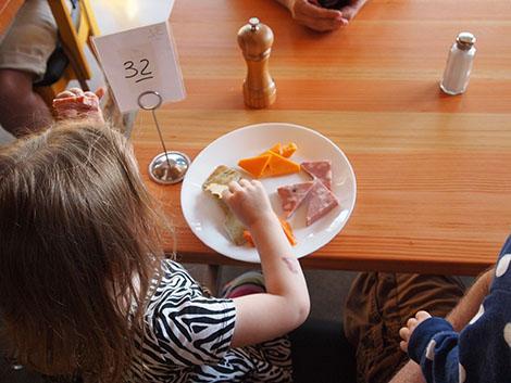 Bambini che in viaggio non mangiano (quasi) niente