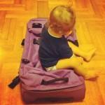 Viaggiare con i bambini: 5 oggetti da mettere in valigia