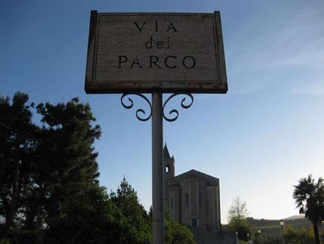 Strada che porta a Santa Maria della Rocca