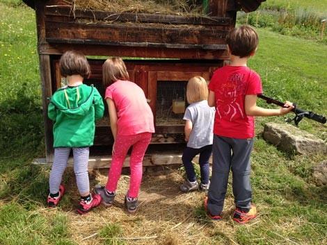 Bambini in vacanza in montagna d'estate