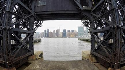 A spasso con Kiara di NYC4All: la vista su Manhattan da Long Island City