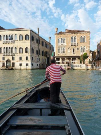 gondola traghetto a venezia