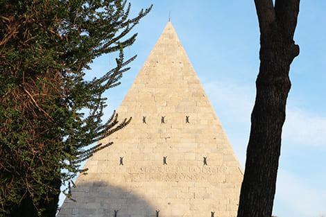 la piramide di roma